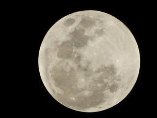 fotos em close da lua e suas crateras
