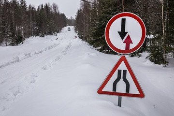 Sing of advantages of oncoming traffic on a narrow snowy road in the forest