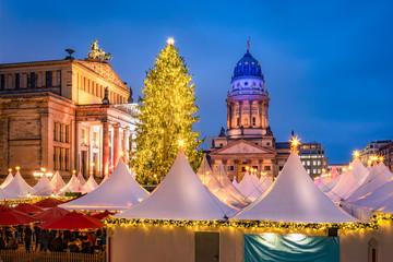 Fotomurales - Traditional Christmas market at the Gendarmenmarkt square in Berlin