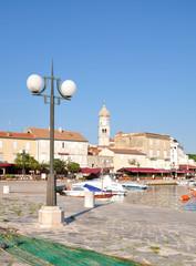 an der Hafenpromenade in Krk Stadt auf der Insel Krk,Adria,Kvarner Bucht,Kroatien