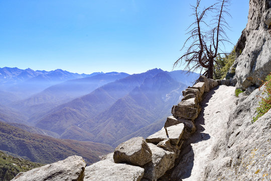 View from Moro Rock in Sequoia