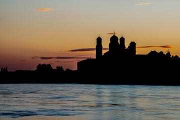 Passauer Som St. Stephan als Silhouette