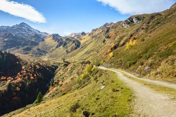 Wall Mural - Mountainbike und Wanderweg im Zillertal