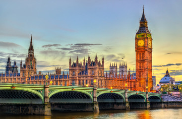 Tuinposter Londen The Palace and the Bridge of Westminster in London at sunset - the United Kingdom