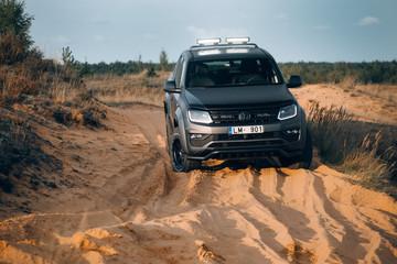 Volkswagen Amarok Aventura 4MOTION 3.0 V6 TDI  stuck in sands
