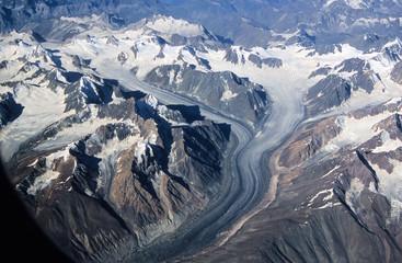 Aus großer Höhe -Gipfelmeer mit Gletschern -  Das Himalayagebirge be gutem  Wetter zu überfliegen ist immer wieder ein Erlebnis