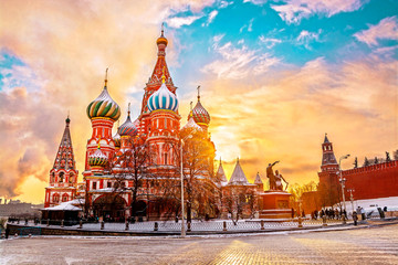 Fotobehang Moskou Saint Basil's Cathedral in Red Square in winter at sunrise, Moscow, Russia.