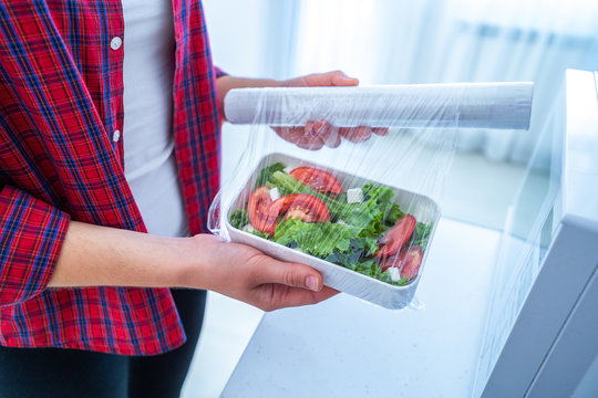 Using food polyethylene plastic film for food storage in fridge at home