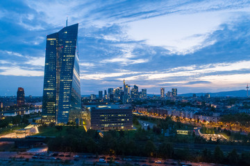 EZB Frankfurt zur Blauen Stunde