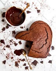 Ciasto w kształce serca z czekoladą