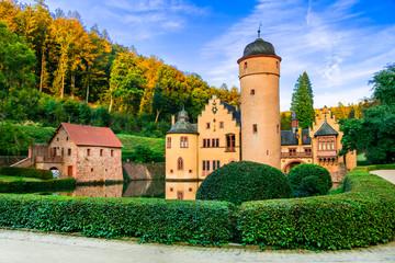romantic castle Mespelbrunn with beautiful gardens in Germany Fototapete