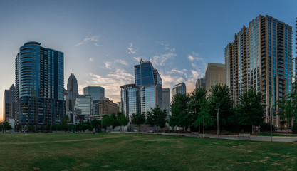 Fotomurales - Charlotte north carolina skyline from romare bearden park