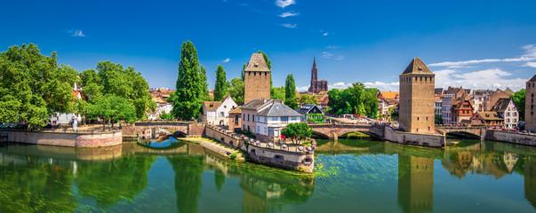 Poster de jardin Ponts Medieval bridge Ponts Couverts, Barrage Vauban, Strasbourg, Alsase, France, Europe