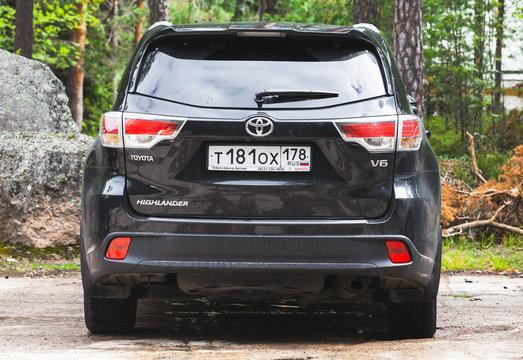Black Toyota Highlander car,  rear view