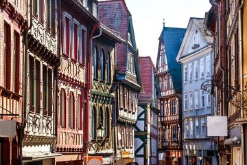 Historische Gasse in Marburg Hessen entzerrt