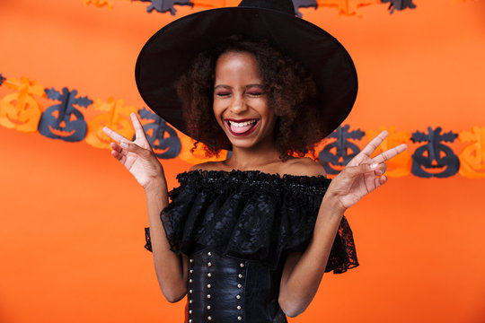 Image of amusing african american girl gesturing peace sign