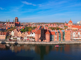 Foto auf AluDibond Schiff Aerial view of the old town in Gdansk over Motlawa river, Poland