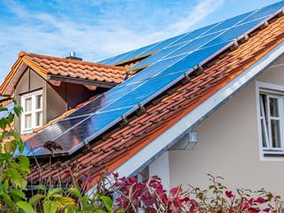 Eigenheim Dach mit Solar Energie