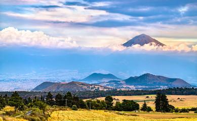 Popocatepetl Volcano in Mexico Fototapete