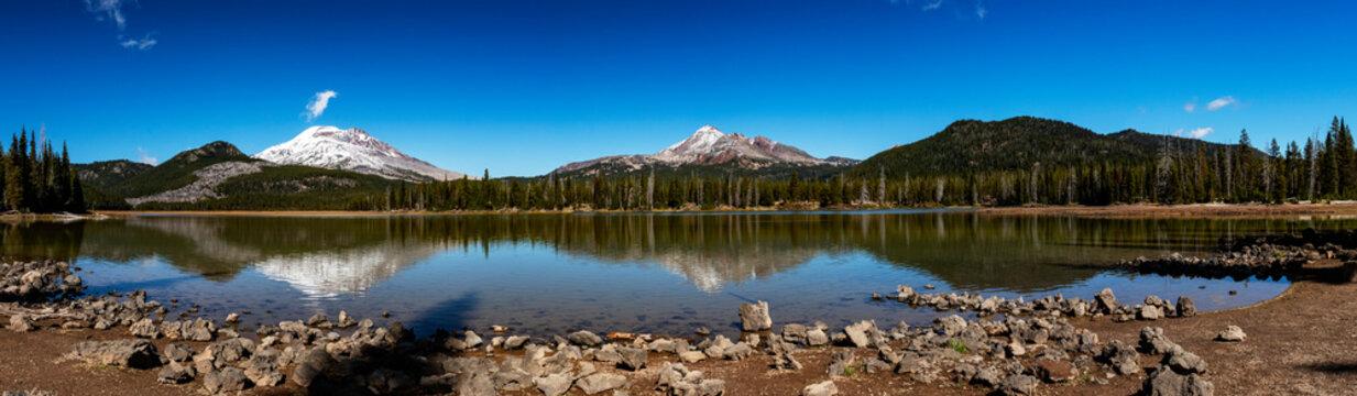Beautiful Sparks Lake in Bend Oregon panorama in autumn