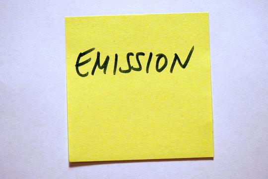 Gelbe Haftnotiz mit Schlagwort Klimawandel Emission
