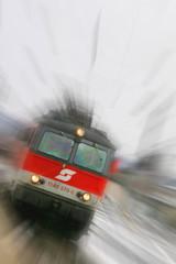 06.06.2015, ÖBB Lokomotive mit Personenzug
