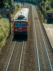 10.09.2016, ÖBB Lokomotive und Personenzug auf Gleis