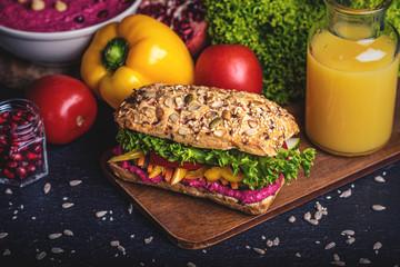 veganes belegtes Brötchen