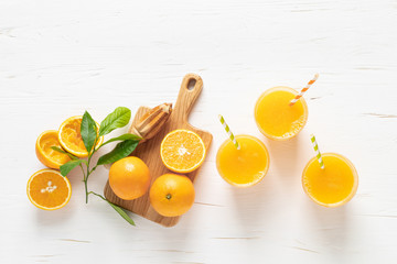 Photo sur Aluminium Jus, Sirop Orange juice. Freshly squeezed juice in glasses and fresh fruits with leaves, view from above