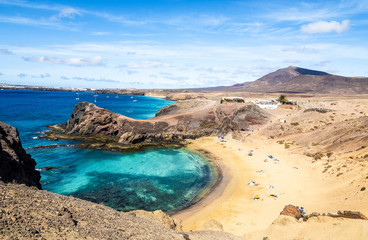 Fototapete - Landscape with turquoise ocean water on Papagayo beach, Lanzarote, Canary Islands, Spain