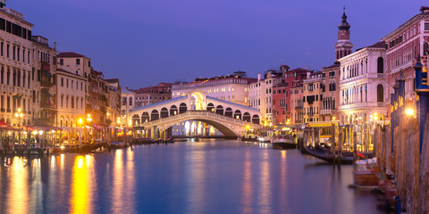 Fototapete - The Rialto Bridge, Venice, Italy