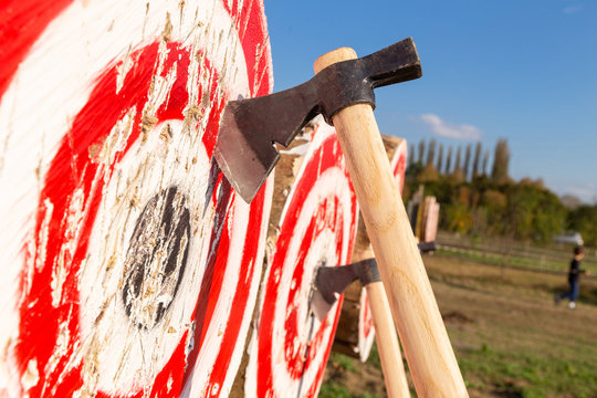 knife and ax throwing contest italy