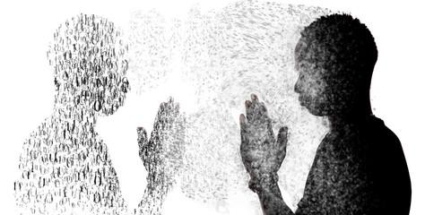 Chico en contraluz rezando, foto abstracta y creativa de lo que ocurre con la oración