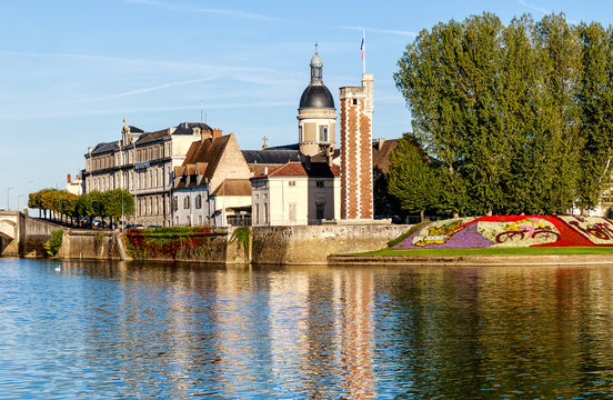 Chalon -sur –Saone, City of Art and History with the Tour du Doyenne from the 15th century in the historic center on the Saint-Laurent Island. Bourgogne-Franche- Comte, France