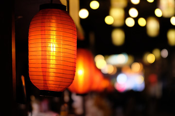 close up many traditional Chinese red lantern at dark night. Colorful blur lights background. Fotomurales