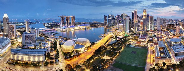 Fotomurales - Aerial view of Singapore business district and city at twilight in Singapore, Asia
