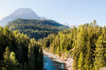 Scuol, Inn, Fluss, Inntal, Engadiner Dorf, Unterengadin, Alpen, Wanderweg, Nationalpark, Graubünden, Sommer, Schweiz