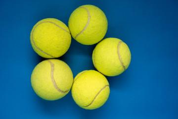 Fotografia para redes sociales deportiva, estrella con pelotas de tenis foto creativa