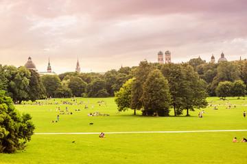 English garden and Munich skyline panoramic view Fototapete