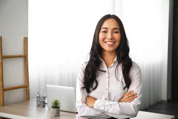 Beautiful Asian woman in office Fotomurales