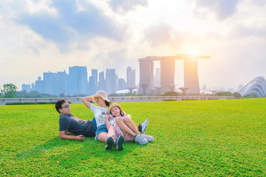SINGAPORE CITY , SINGAPORE : APRIL 19, 2019 : Tourists are traveling happily in Singapore.