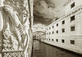 Fototapete - Venice - Bridge of Sighs (Ponte dei Sospiri) , Italy