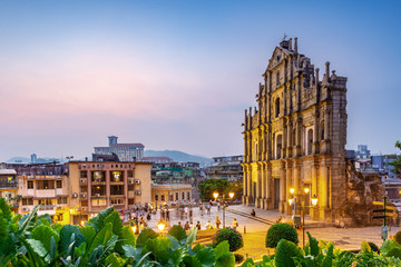 The Ruins of St. Paul's in Macao at night. Fototapete