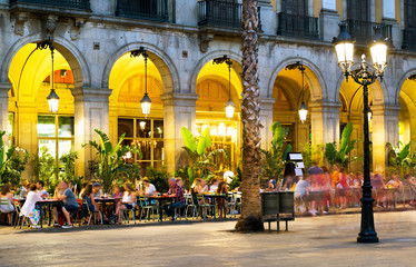 Photo sur Toile Barcelone Night illumination of Royal square in Barcelona