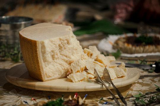 parmigiano reggiano, forma, formaggio, grana