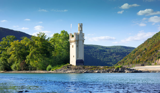 Binger Maeuseturm, Mouse Tower with historical coloring on Mouse Island at Bingen on the Rhine, Rhineland-Palatinate, Germany, Europe