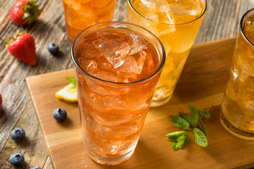 Fototapete - Cool Refreshing Flavored Berry Iced Teas