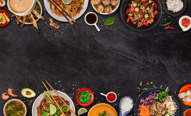 Nourriture Asian food background with various ingredients on rustic stone background , top view. Vietnam or Thai cuisine.