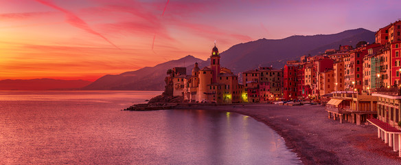Photo sur cadre textile Grenat Camogli city at sunset