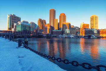 View on Boston city center at sunrise in winter Fototapete